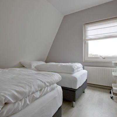 Slaapkamer met twee losse bedden